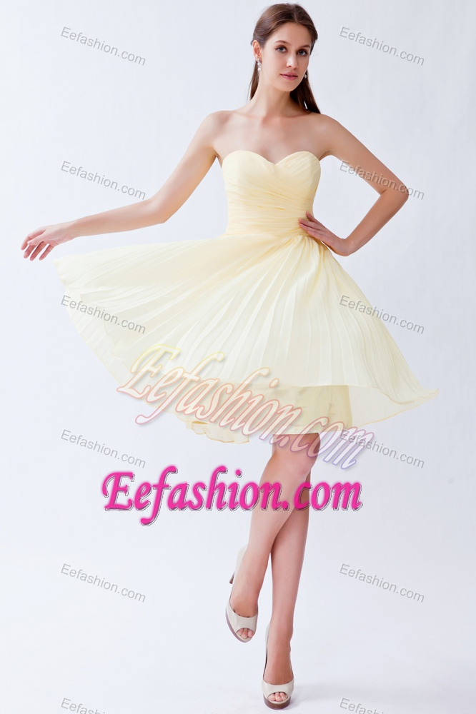 Cheap Chiffon Sweetheart Ruched Prom Attire with Knee-length in Light Yellow