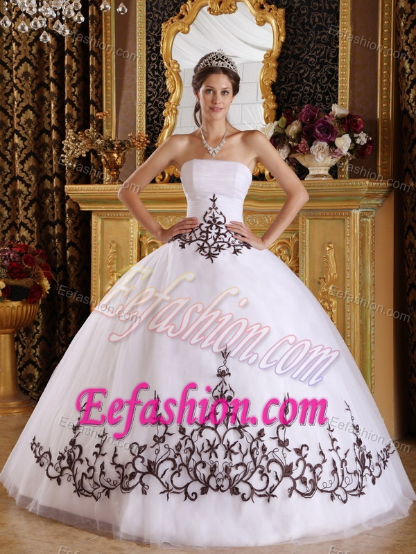Popular White Strapless Long Tulle Sweet 15 Dresses with Embroidery