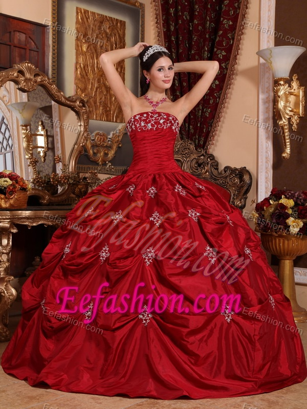 2013 Wonderful Appliqued Lace-up Quinceanera Gowns in Wine Red