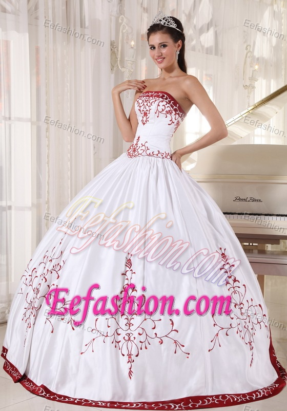 Satin Strapless Red Embroidery White Sweet 16 Dresses with Lace Up Back