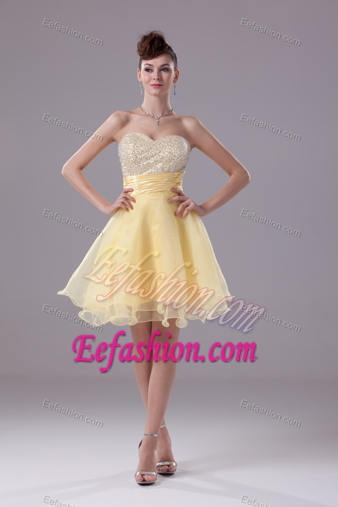 Sweetheart A-line Evening Gown with Ruched Sash and Beaded Breast in Yellow