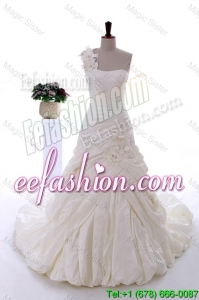 Exquisite Hand Made Flowers Wedding Dresses with Brush Train