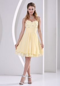 Pretty Sweetheart Knee-length Celebrity Dress for Prom with Beading