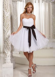 Beautiful White Sweetheart Organza Knee-length Prom Dresses with Sash