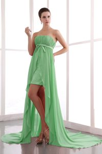 Spring Green Strapless Ruching Prom Dress for Girls with Sash and Court Train
