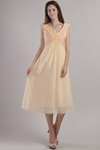 2014 Chiffon Empire V-neck Prom Dress for Girls with Tea-length in Champagne