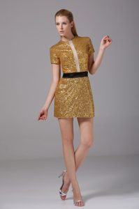 Scoop Short Sleeves Gold Prom Celebrity Dresses with Sequins and Black Sash