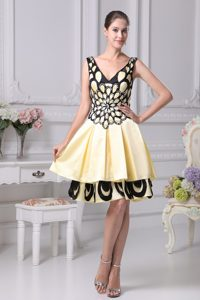 Two Tiers V-neck Prom Celebrity Dress with Beading and Appliques in Yellow