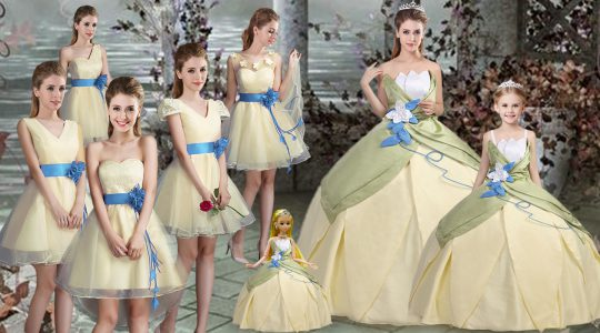 Artistic Scalloped Sleeveless Satin Quinceanera Dresses Hand Made Flower Lace Up
