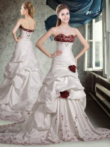 Cute White And Red Sleeveless Appliques and Pick Ups and Hand Made Flower Zipper Bridal Gown
