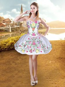 Beautiful Sleeveless Taffeta Mini Length Lace Up Prom Evening Gown in White with Embroidery