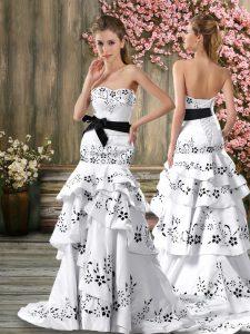White Bridal Gown Sweetheart Sleeveless Sweep Train Backless