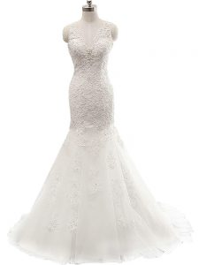 White Sleeveless Lace Clasp Handle Wedding Gown