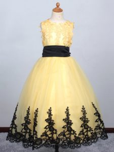 Hot Selling Sleeveless Tulle Floor Length Lace Up Little Girls Pageant Dress Wholesale in Yellow with Appliques