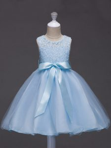 Luxurious Light Blue Ball Gowns Scoop Sleeveless Tulle Knee Length Zipper Lace and Belt Kids Formal Wear