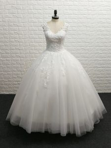 Luxury Sleeveless Lace Clasp Handle Wedding Gowns with White Brush Train