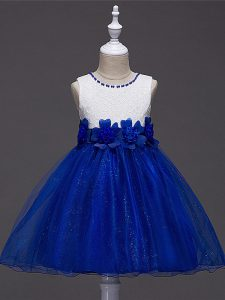 Sleeveless Knee Length Lace and Hand Made Flower Zipper Girls Pageant Dresses with Royal Blue