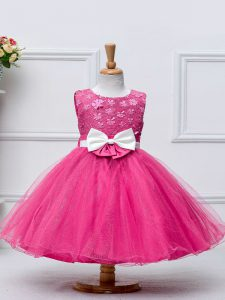 Simple Knee Length Zipper Little Girls Pageant Gowns Hot Pink for Wedding Party with Lace and Bowknot
