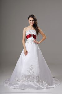 Elegant Lace Up Wedding Dress White for Wedding Party with Beading and Embroidery Brush Train