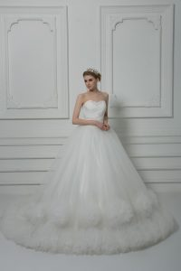 White Sleeveless Beading and Hand Made Flower Lace Up Wedding Gowns