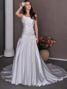 Gorgeous A-line Strapless Wedding Dress