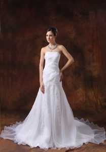 White Strapless Embroidery Wedding Dress Made in Organza Best for Girls