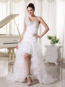 Fashionable One Shoulder Beaded Wedding Dresses in Organza with Ruffles