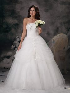 Remarkable Strapless Wedding Dresses with Hand Flowers in White