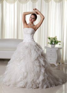 Pretty A-line Strapless Ruffled Wedding Dresses in Organza with Appliques