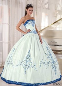 Recommended Satin Lace-up Quinceanera Dresses in White with Blue Embroidery