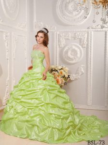 Fashionable Yellow Green Strapless Dresses for Quinces with Court Train