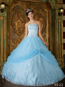 Voguish Baby Blue Ball Gown Strapless Quinces Dresses with Appliques