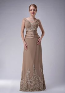 Brown V-neck Straps Long Ruched Appliqued Mother of Bride Dresses