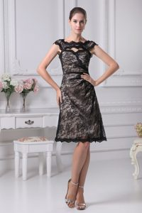 New Scoop Straps Knee-length Black Lace Mother of Bride Dress with Cutout