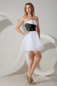 White and Black and White And Black Organza Zipper Strapless Sleeveless Mini Length Dama Dress for Quinceanera Beading