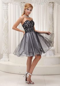 Sweetheart Knee-length Black and White Celebrity Dress with Beading for Less
