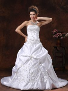 Svelte Satin Dresses for Wedding with Embroidery Decorated Bodice and Pick-ups