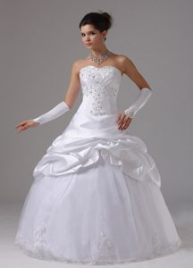 Well-packaged Wedding Dresses with Appliques and Pick-ups in and Tulle