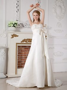 Upscale A-line Sweetheart Court Train Beading Bridal Dress with Bowknot