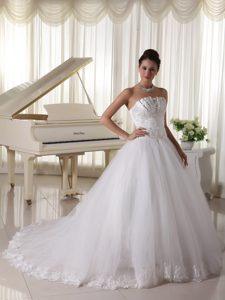 Romantic Satin and Tulle Strapless Beaded Wedding Bridal Dresses with Bowknot