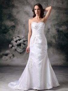 High Quality Sweetheart Brush Train Satin Wedding Reception Dress with Applique