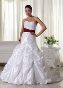 Dressy A-line Sweetheart Chapel Train Dresses for Wedding with Appliques