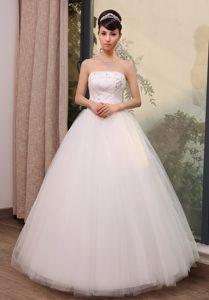 Fabulous Strapless Zipper-up White Tulle Dresses for Wedding in Floor-length