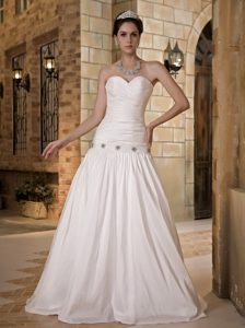 Luxurious A-line Sweetheart Long Bridal Gowns with Beading