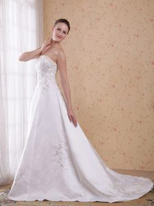 2013 Magnificent White A-line Count Train Embroidered Dress for Wedding