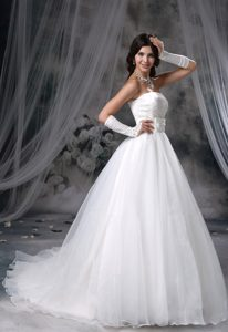 Strapless Zipper-up Magnificent Wedding Reception Dress with Chapel Train