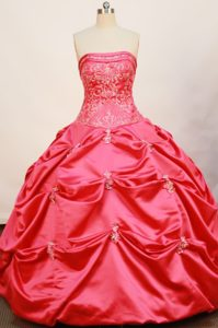 Ball Gown Strapless Quinceanera Dresses with Appliques in Hot Pink