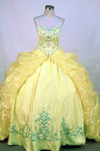 Latest Yellow Sweetheart Dresses for Quinceaneras with Blue Embroidery