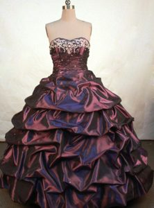 Fashionable Burgundy Embroidery Sweetheart Dresses for a Quinceanera in