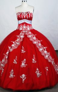Upscale Sweetheart Quinceanera Gowns Dresses with White Embroidery and Sash